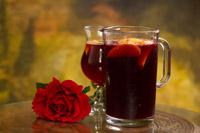 Puteti servi chiar si traditionala bautura spaniola Sangria, minunat preparata, la Ramayana Cafe din Bucuresti.