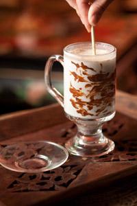 La Ramayana Cafe poti savura delicata ciocolata belgiana ce se topeste intr-un pahar de lapte pentru a crea o bautura cu adevarat eleganta.
