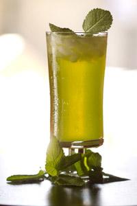 Ice Tea-ul Ramayana este pregatit in fiecare zi de catre noi, doar cu ceai 100% natural. Alege intre Ice Tea de fructe si Ice Tea ceai verde.
