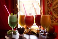 Bauturile Smoothie de la Ramayana Cafe sunt pregatite la comanda pentru fiecare client dintr-o multime de fructe. Delicos si sanatos!